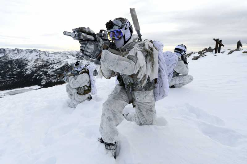 navy-seals-six-serie-man-man-.jpg
